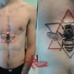 Tatuaggio con ape realistica al centro del corpo