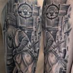 Tattoo con crociato realistico in bianco e  nero