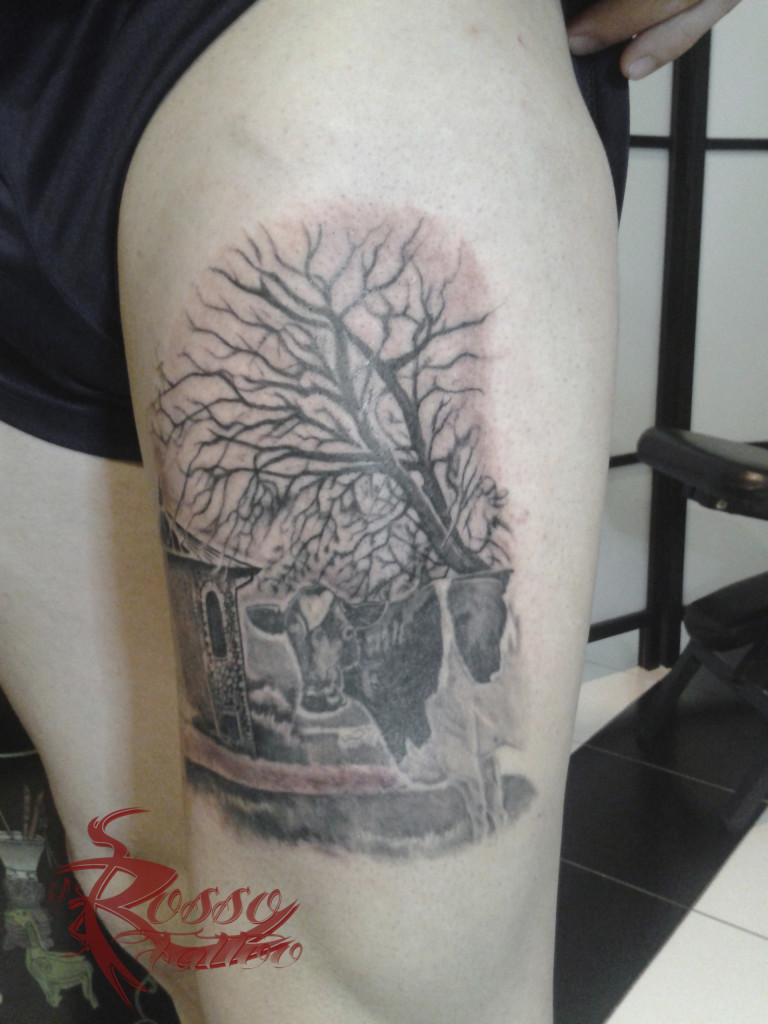 Tatuaggio dedicato ad un paesaggio nella provincia di Parma con mucca. II seduta.